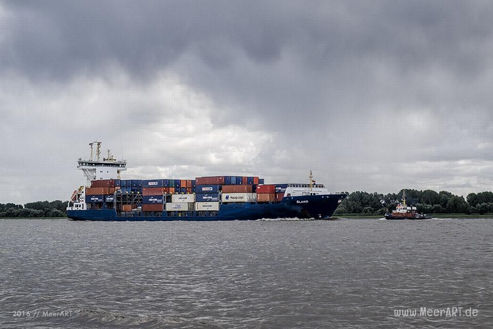 """Das Containerschiff """"OELAND"""" (IMO 9277400) auf der Unterelbe bei Wedel // Foto: MeerART/Ralph Kerpa"""