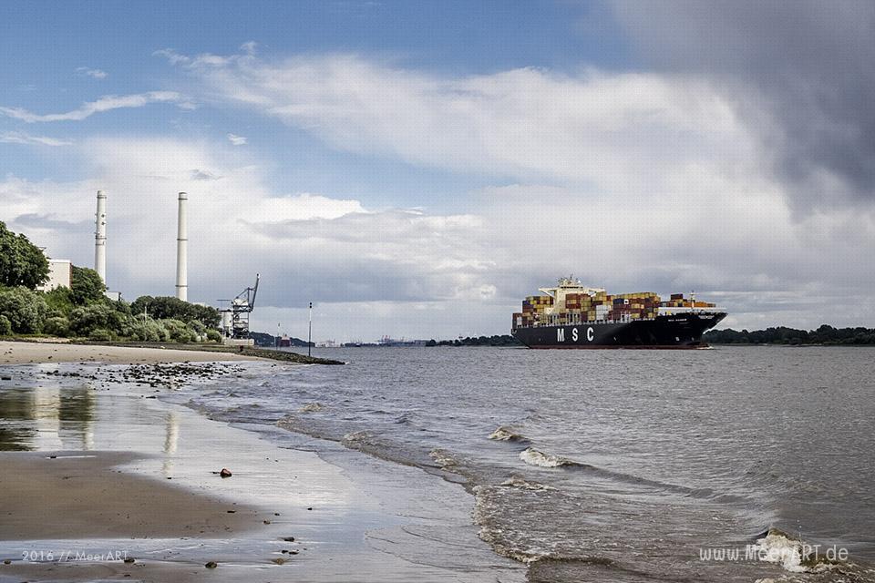 """Das Containerschiff """"MSC AGADIR"""" (IMO 9619464) auf der Unterelbe bei Wedel // Foto: MeerART/Ralph Kerpa"""