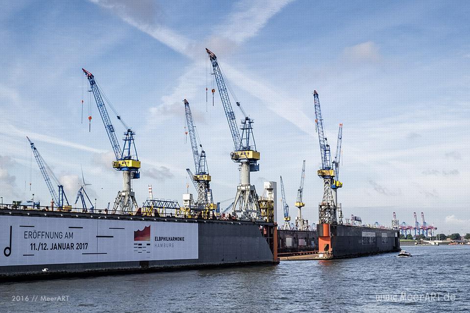 Blick auf die Docks von Blohm+Voss // Foto: MeerART