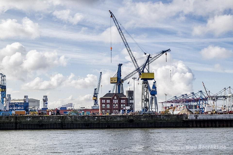 Blick auf das Werftgelände von Blohm+Voss // Foto: MeerART