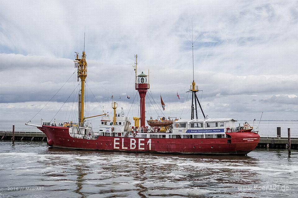 """Feuerschiff """"ELBE 1"""" auf seinem Liegeplatz in Cuxhaven // Foto: MeerART"""