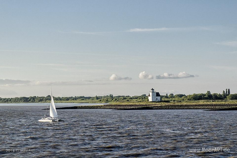 Mit den HALUNDER JET über die Elbe zur Hochseeinsel Helgoland // Foto: MeerART
