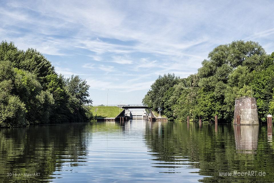 Die Tatenberger Schleuse an der Dove-Elbe bei Moorfleet // Foto: MeerART