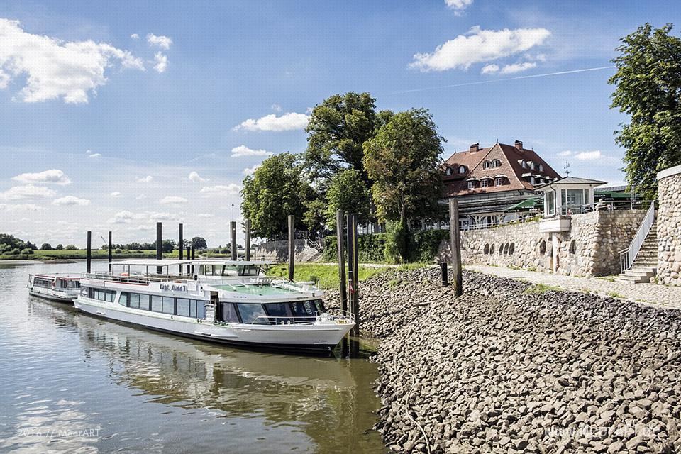 Ausflugsboote beim Zollenspieker Fährhaus // Foto: MeerART