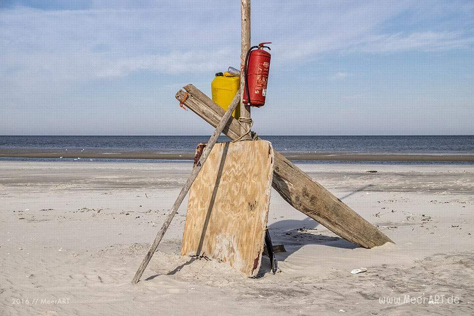 Angespülter Müll auf der Sandbank vor Westerhever // Foto: MeerART