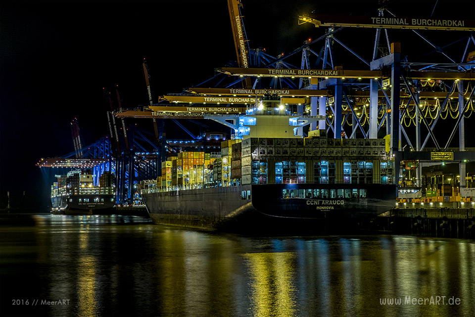 "Das Containerschiff ""CCNI ARAUCO"" (IMO 9683843) am 31.08.2016 um 22:57 Uhr am Containerterminal ""BURCHARDKAI"" im Hamburger Hafen. // Foto: MeerART / Ralph Kerpa"
