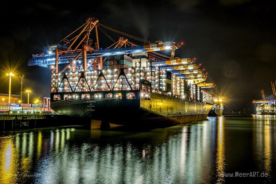 """Das Containerschiff """"AL NEFUD"""" (IMO 9708813) am 31.08.2016 um 22:43 Uhr am Containerterminal """"EUROGATE"""" im Hamburger Hafen. // Foto: MeerART / Ralph Kerpa"""
