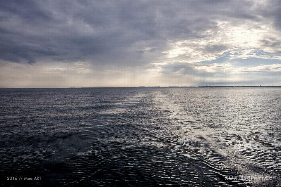 """Segelturn mit Lars und seinem Katamaran """"Desperado"""" auf der Ostsee vor Fehmarn // Foto: MeerART"""
