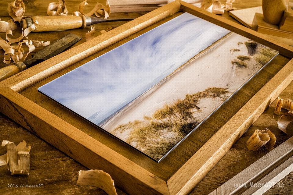 Fotoabzug unter Acrylglas mit einer Schattenfuge aus Buche // Foto: MeerART