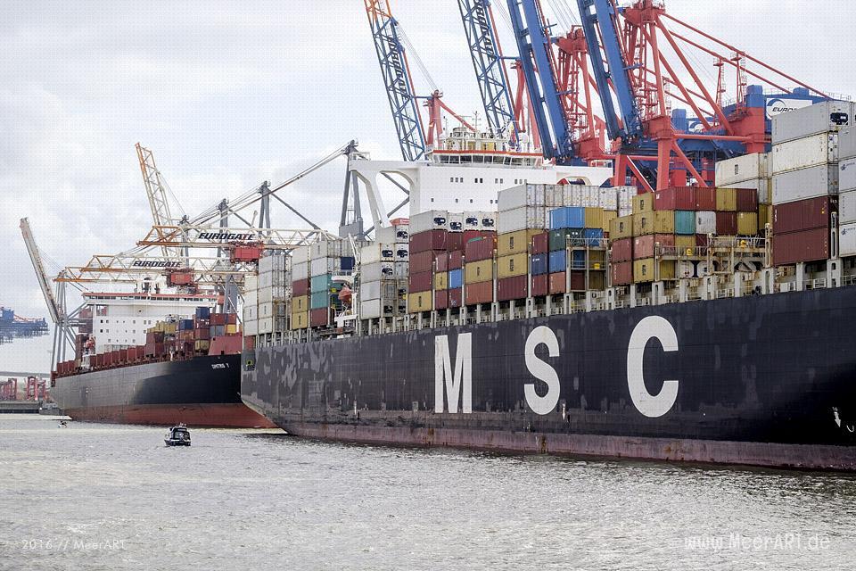 Containerschiffe am Containerterminal EUROGATE im Hamburger Hafen // Foto: MeerART