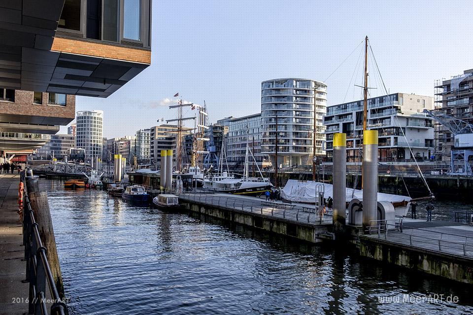 Am Sandtorkai in der HafenCity Hamburg // Foto: MeerART