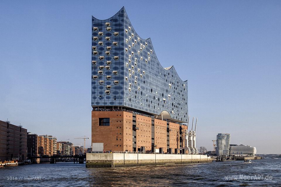 Die Elbphilharmonie auf dem alten Kaispeicher A in der HafenCity Hamburg // Foto: MeerART