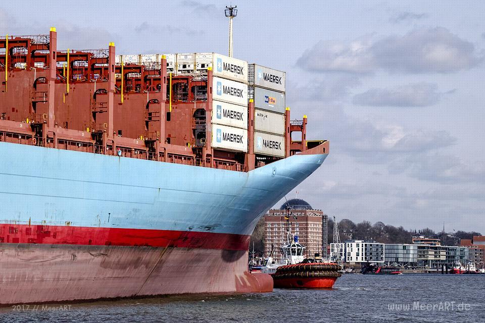 """Das Containerschiff """"GUSTAV MAERSK"""" (IMO 9359038) läuft am 25.03.2017 um 15:09 Uhr in den Hamburger Hafen ein // Foto: Ralph Kerpa"""