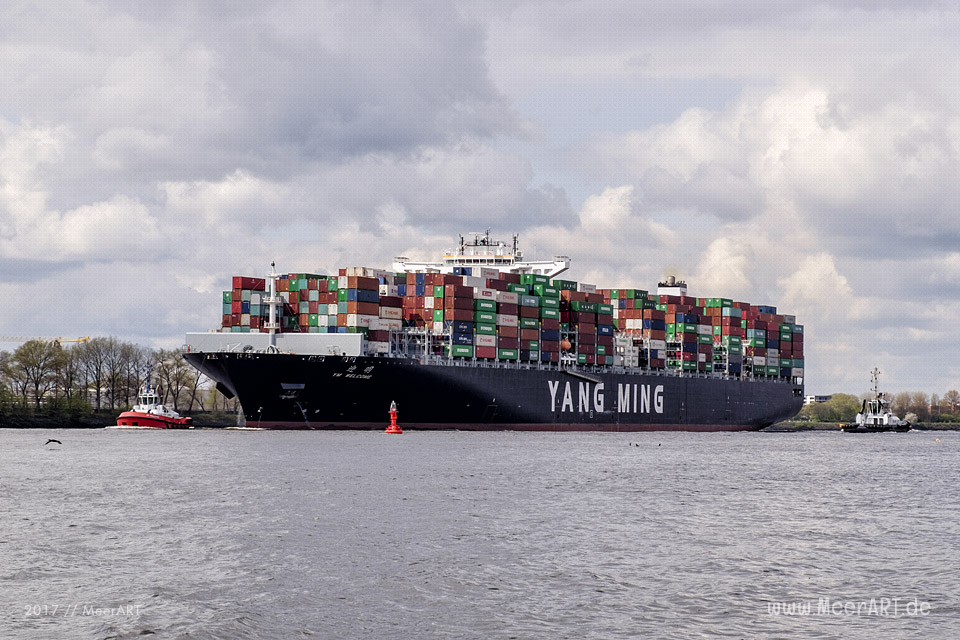 "Das Containerschiff ""YM WELCOMNE"" - IMO 9708459 // Foto: MeerART"