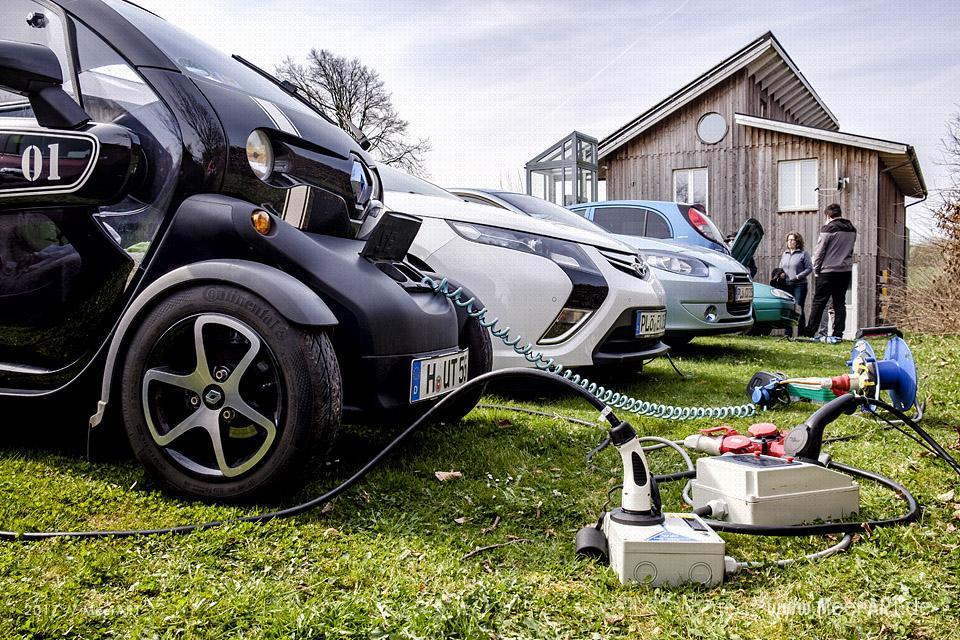 Treffen von Begeisterten für Elektromobilität am 01.05.2017 im Echten Norden // Foto: MeerART
