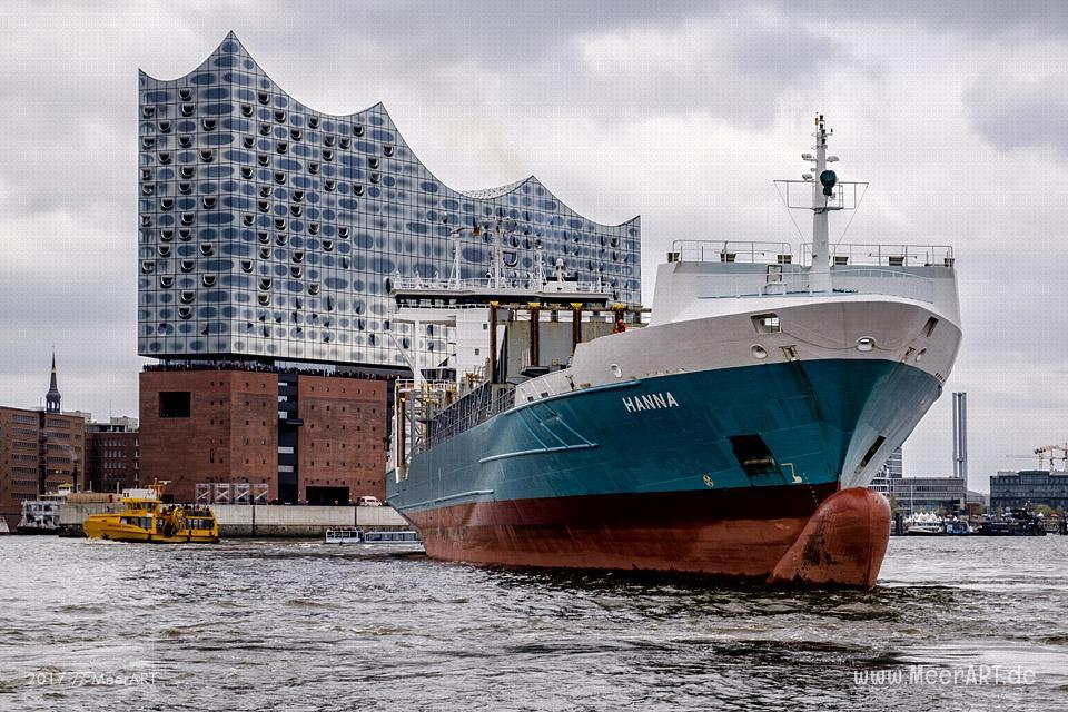 """Das Feederschiff """"HANNA"""" (IMO 9376048) verlässt nach einem Werftaufenthalt in der """"NORDERWERFT"""" am 06.05.2017 um 14:05 Uhr den Hamburger Hafen // Foto: MeerART"""