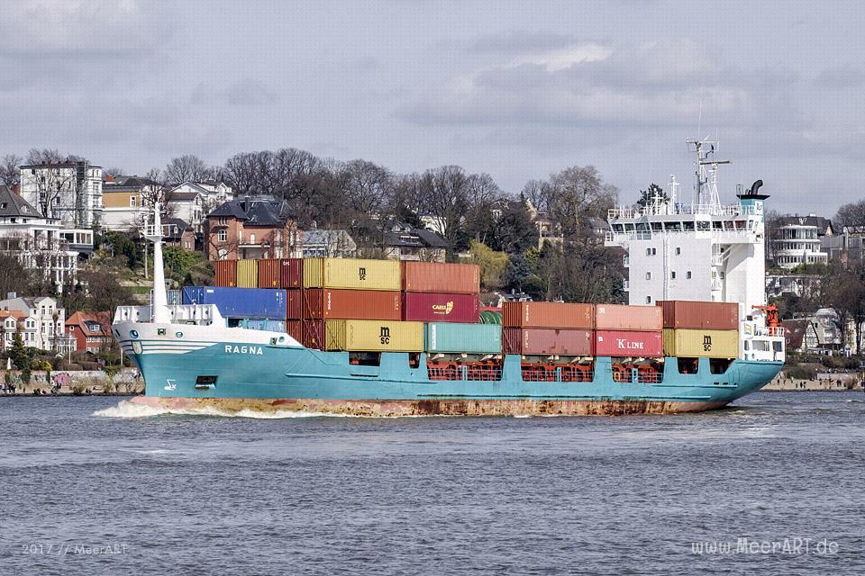 """Das Feederschiff """"RAGNA"""" (IMO 9173329) verlässt am 25.03.2017 um 14:55 Uhr den Hamburger Hafen // Foto: MeerART"""
