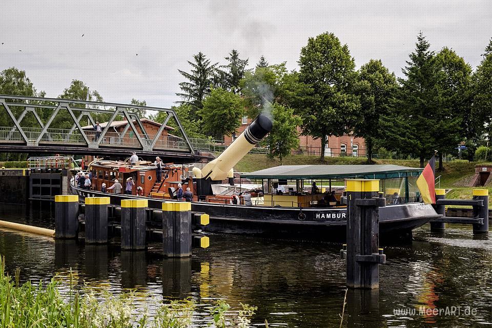 Der Dampfeisbrecher ELBE am 22.06.2017 auf dem Elbe-Luebeck-Kanal an der Dueckerschleuse in Witzeeze // Foto: MeerART