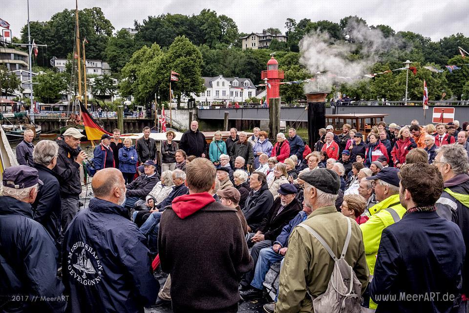 Veranstaltung zur Wiederinbetriebnahme der Dampfbarkasse OTTO LAUFFER im Museumshafen Oevelgönne // Foto: MeerART