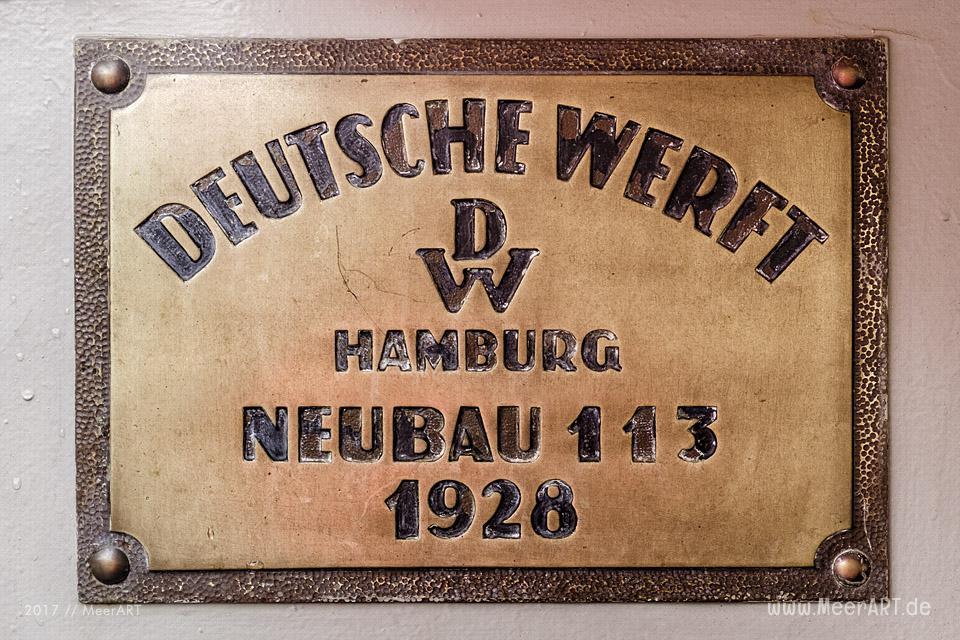 Der Schwimmkran KARL FRIEDRICH STEEN - HHLA1 im Museumshafen Oevelgönne // Foto: MeerART / Ralph Kerpa