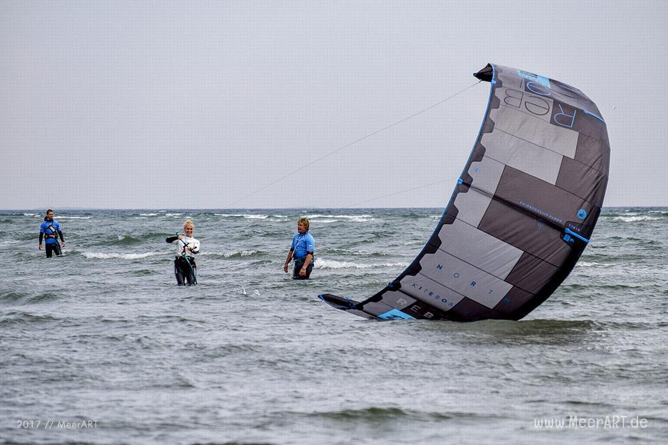 Kitesurfen im Schnupperkurs auf der Sonneinsel Fehmarn // Foto: MeerART / Ralph Kerpa