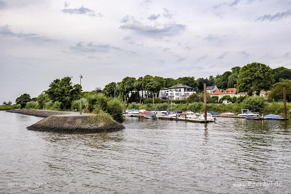 Dem Hans-Leip-Ufer entlang von Hamburg Oevelgönne zum Yachthafen Teufelsbrück // Foto: MeerART / Ralph Kerpa