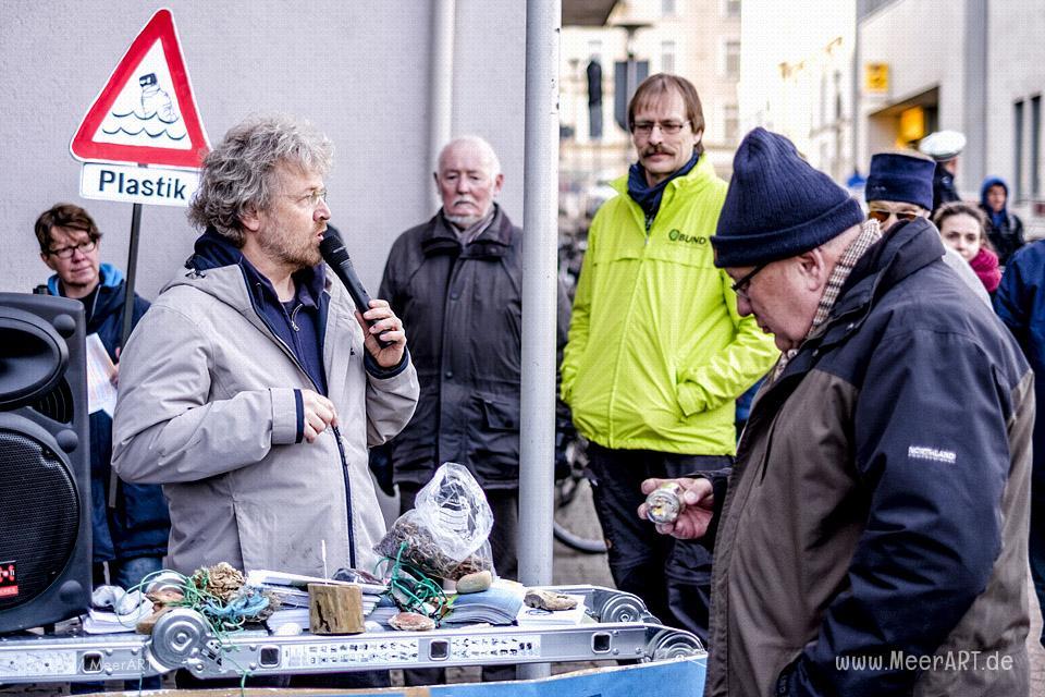 Kundgebung zum Umweltskandal vor den Stadtwerken in Schleswig // Foto: MeerART