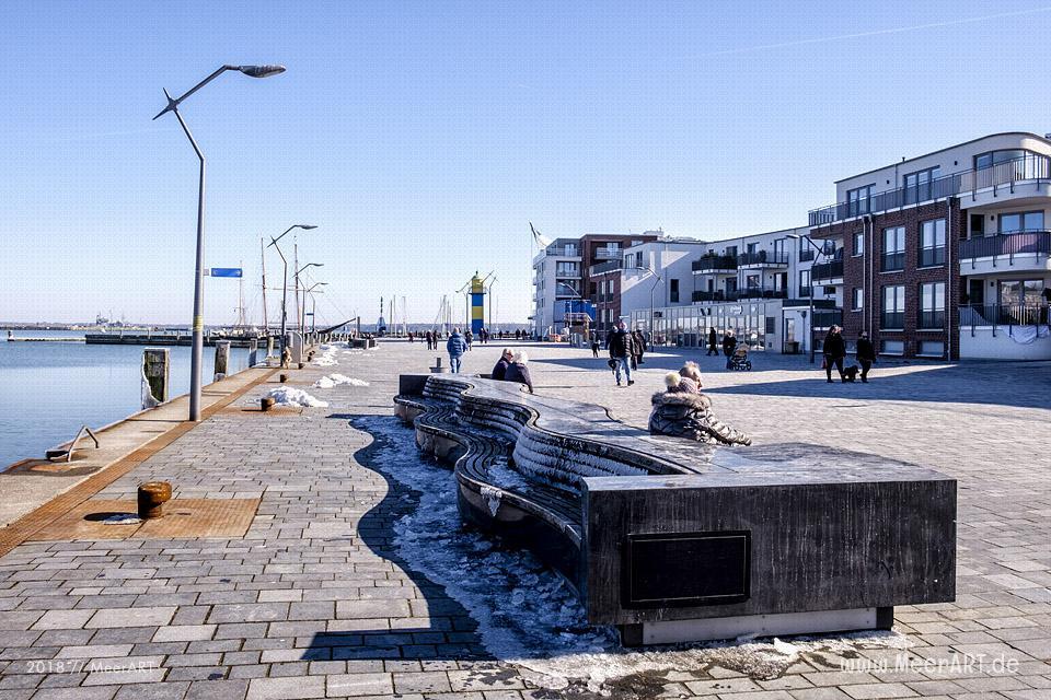 Ein sonniger Wintertag an der Ostsee in Eckernförde // Foto: MeerART
