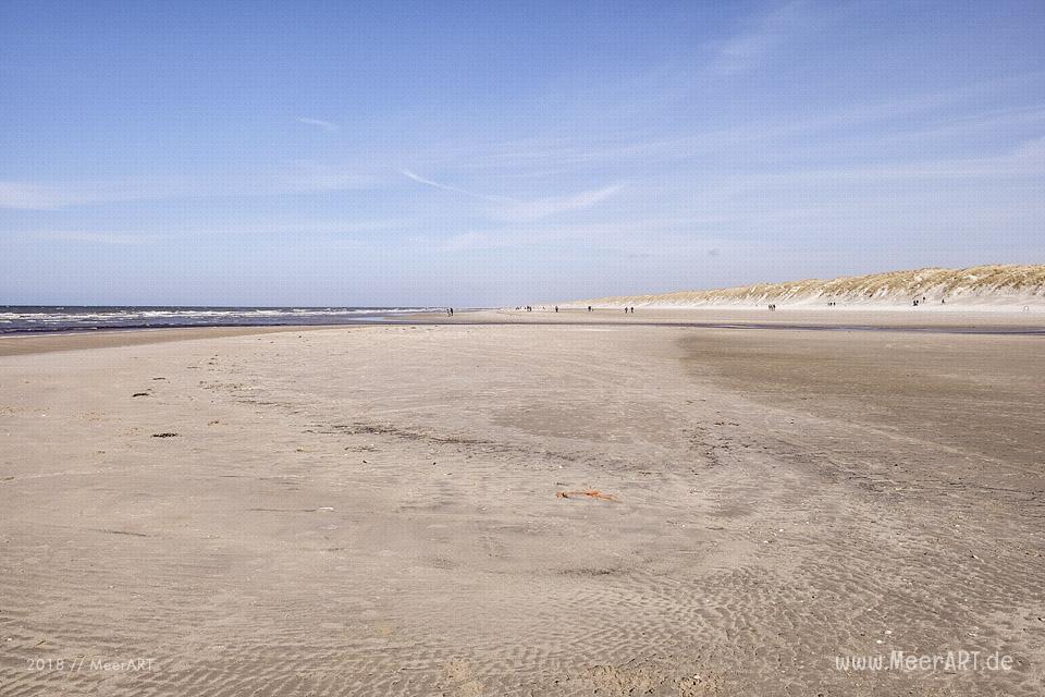 Ein sonniger Frühlingstag in Vejers Strand an der dänischen Nordseeküste // Foto: MeerART / Ralph Kerpa