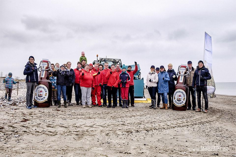 """Strandreinigung """"Flens-StrandGut 2018"""" an der Ostsee in Hasselberg am 15.04.2018 // Foto: MeerART"""