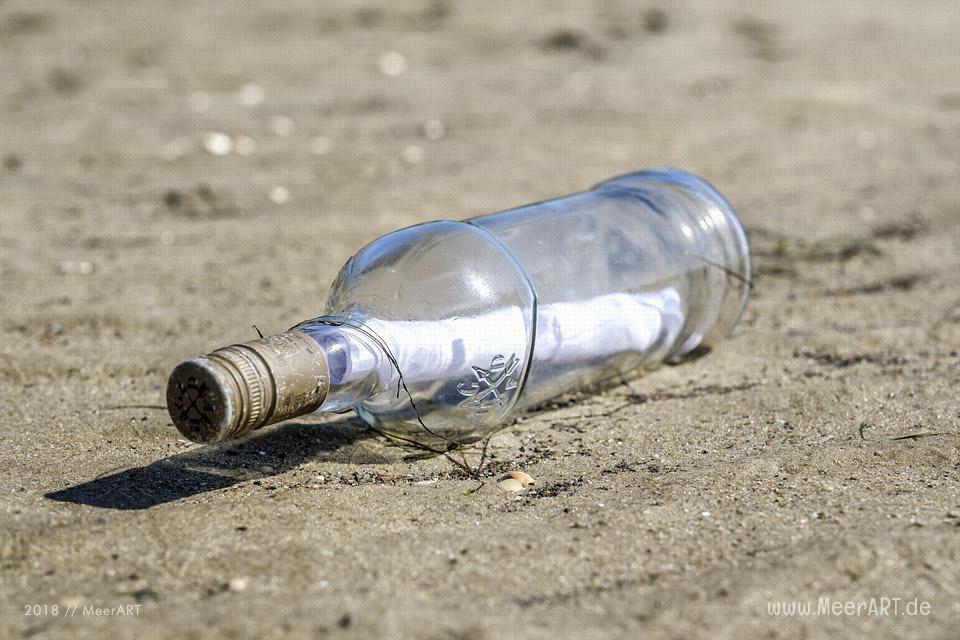 Eine Flaschenpost an der Nordsee bei Dagebüll // Foto: MeerART