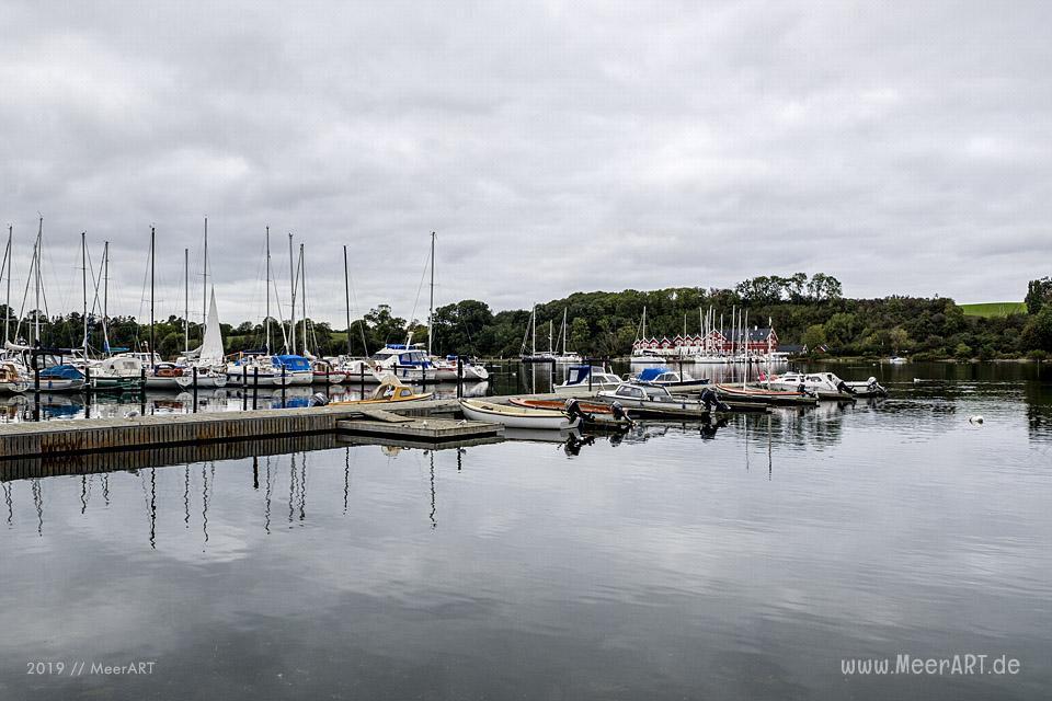 Der Yachthafen von Dyvig mit dem idyllischem Badehotel // Foto: MeerART