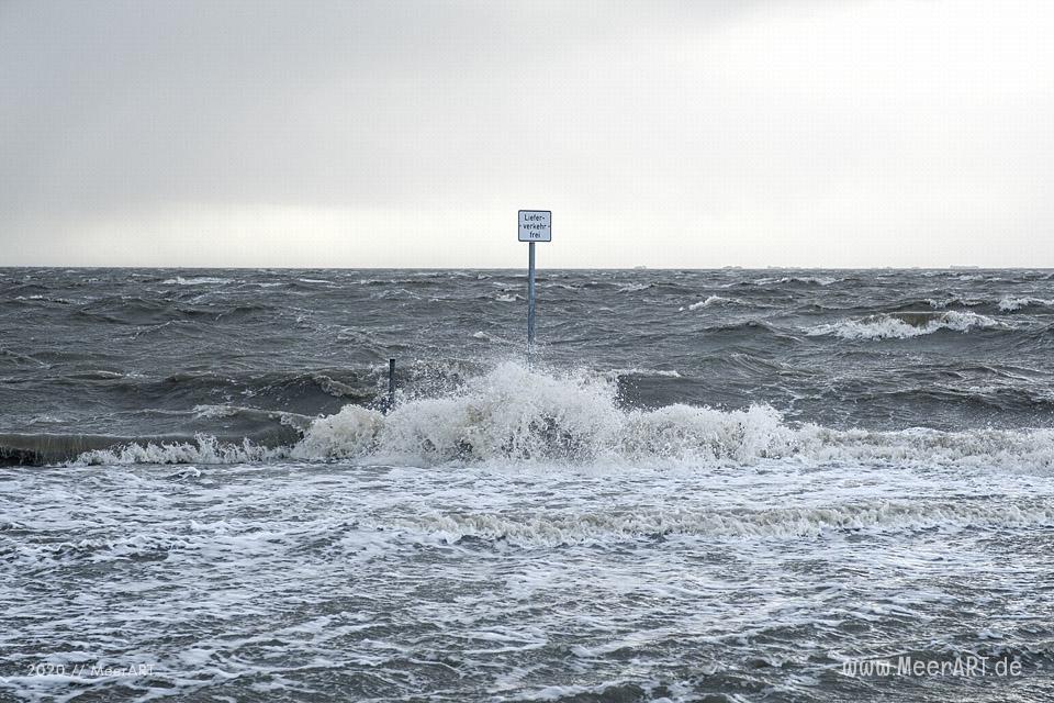 Das Sturmtief Sabine trifft auf die Westküste hier an der Küste in Schlüttsiel // Foto: MeerART