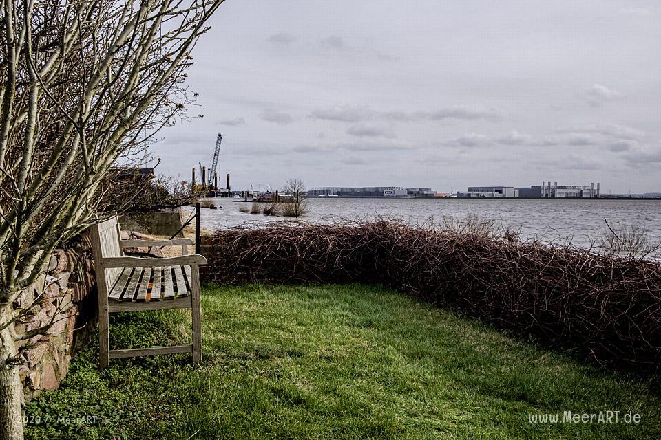 Auf Stippvisite am Strand in Hamburg Blankenese // Foto: MeerART
