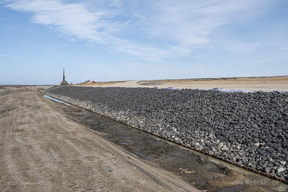 Deichverstärkung im Hauke-Haien-Koog zwischen Ockholm und Schlüttsiel // Foto: MeerART / Ralph Kerpa