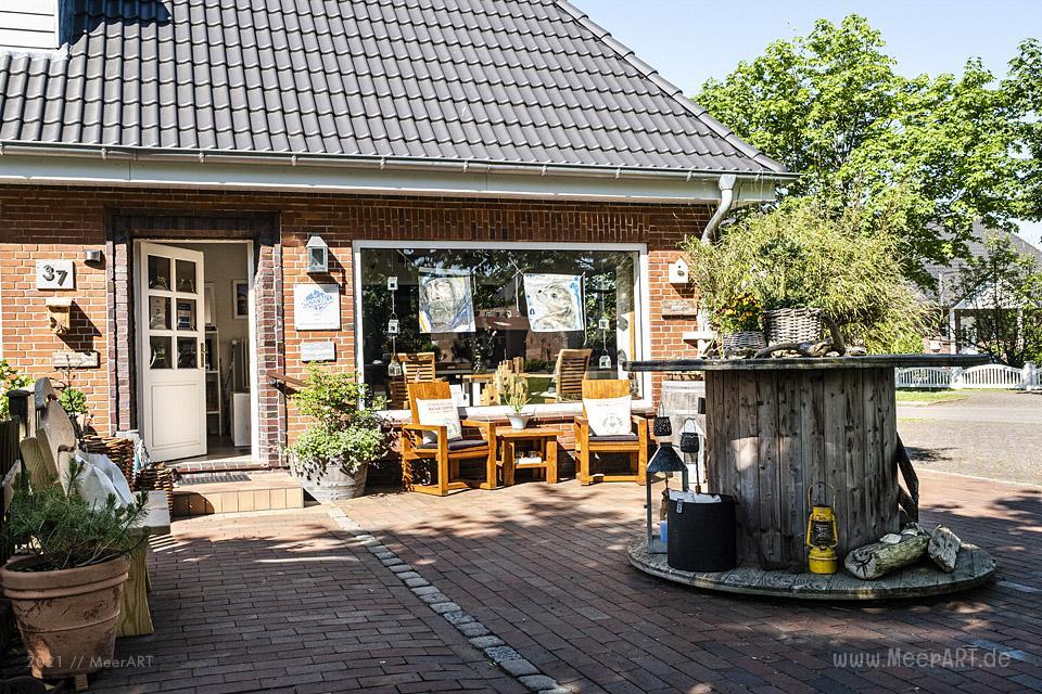 "Das Atelier ""MeerART / För to Huus"" in Langenhorn (Nordfriesland) mit handgefertigten Wohnaccessoires und Rahmen mit maritimen Motiven // Foto: MeerART/Ralph Kerpa"